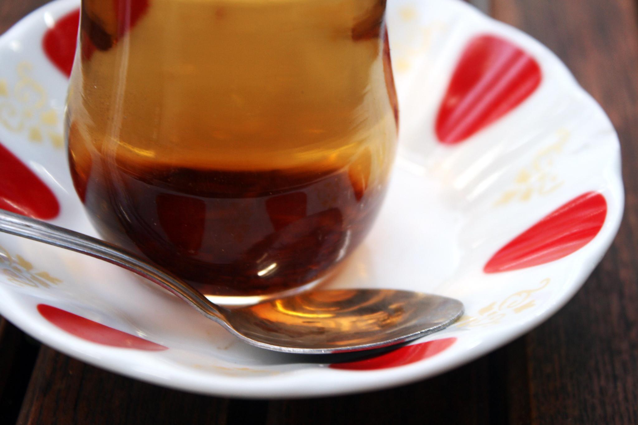 drinking turkish apple tea image, drinking turkish apple tea photo, drinking turkihs apple tea picture