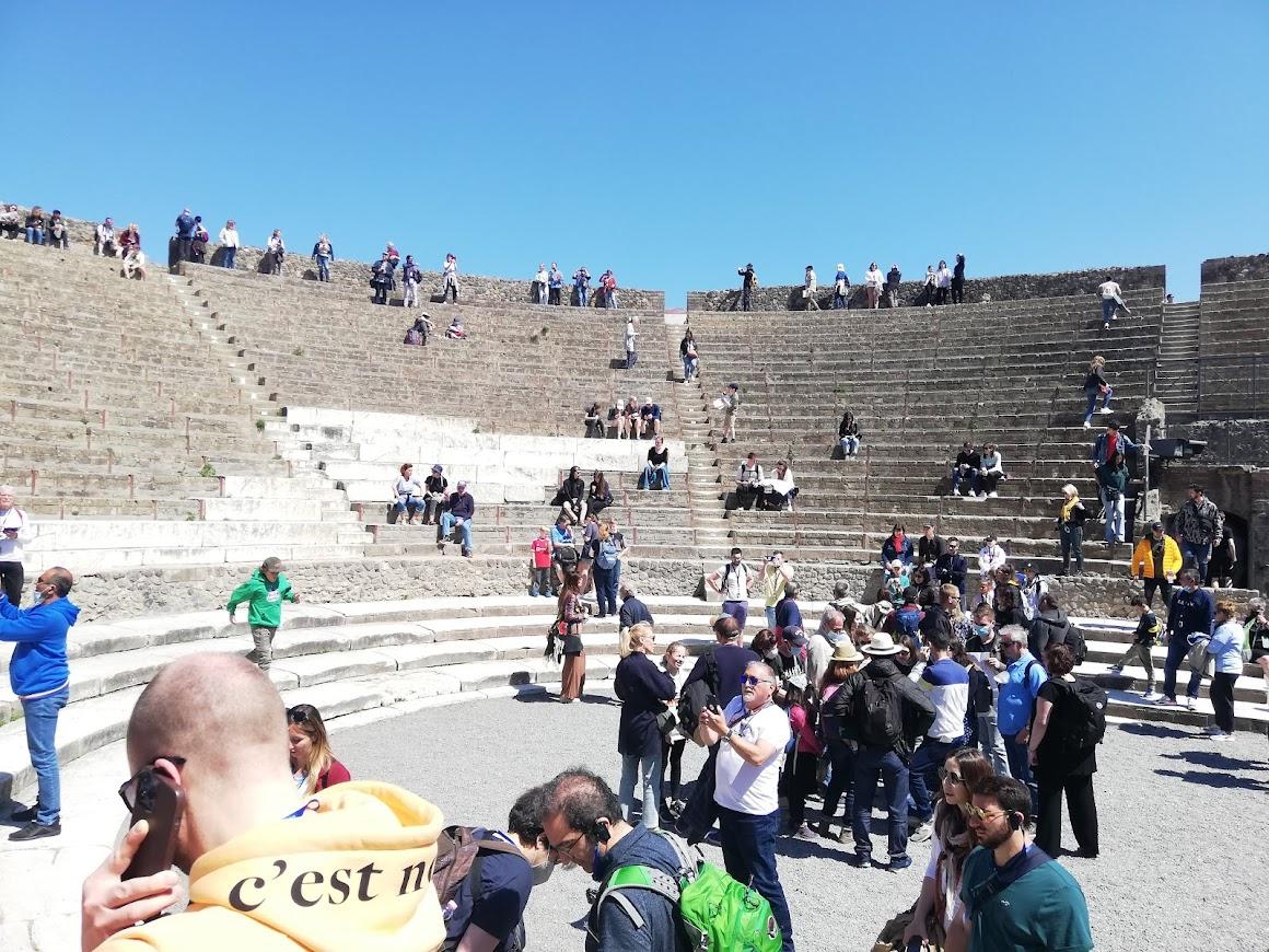 pompeii theatre image, roman theatre photo, theatres of pompeii photos
