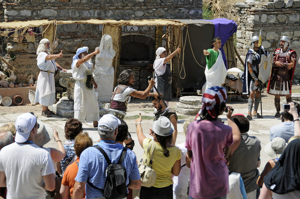 a tourist show in ephesus image, a tourist show in ephesus photo, a tourist show in ephesus picture