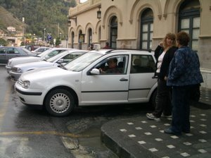 how much is a taxi from giardini naxos to taormina