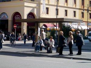piazza grande livorno to train station, piazza grande bus